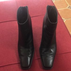 Stuart Weitzman Black leather Boots.